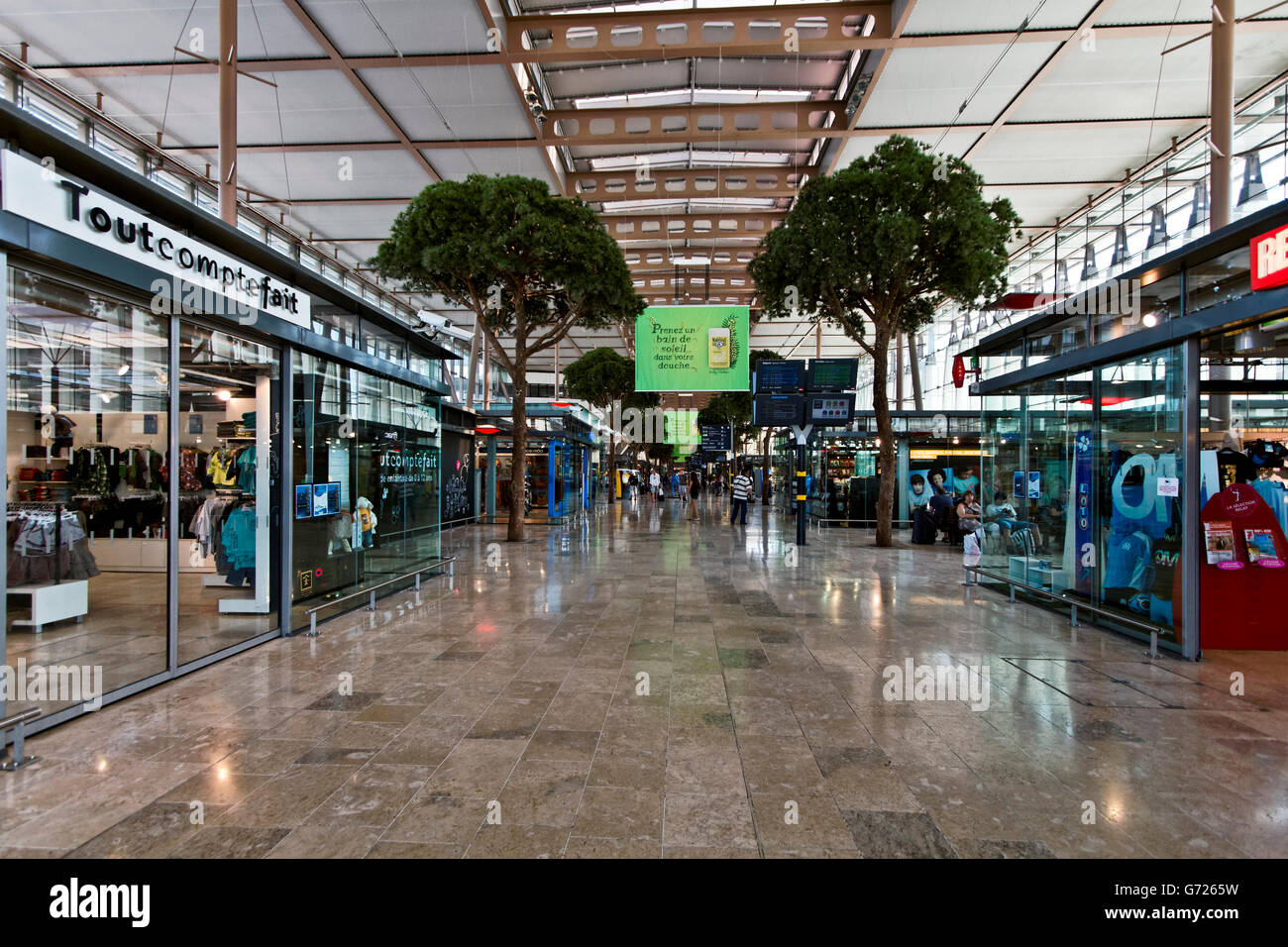 The new expansion of the gare saint charles train station for Train salon de provence marseille