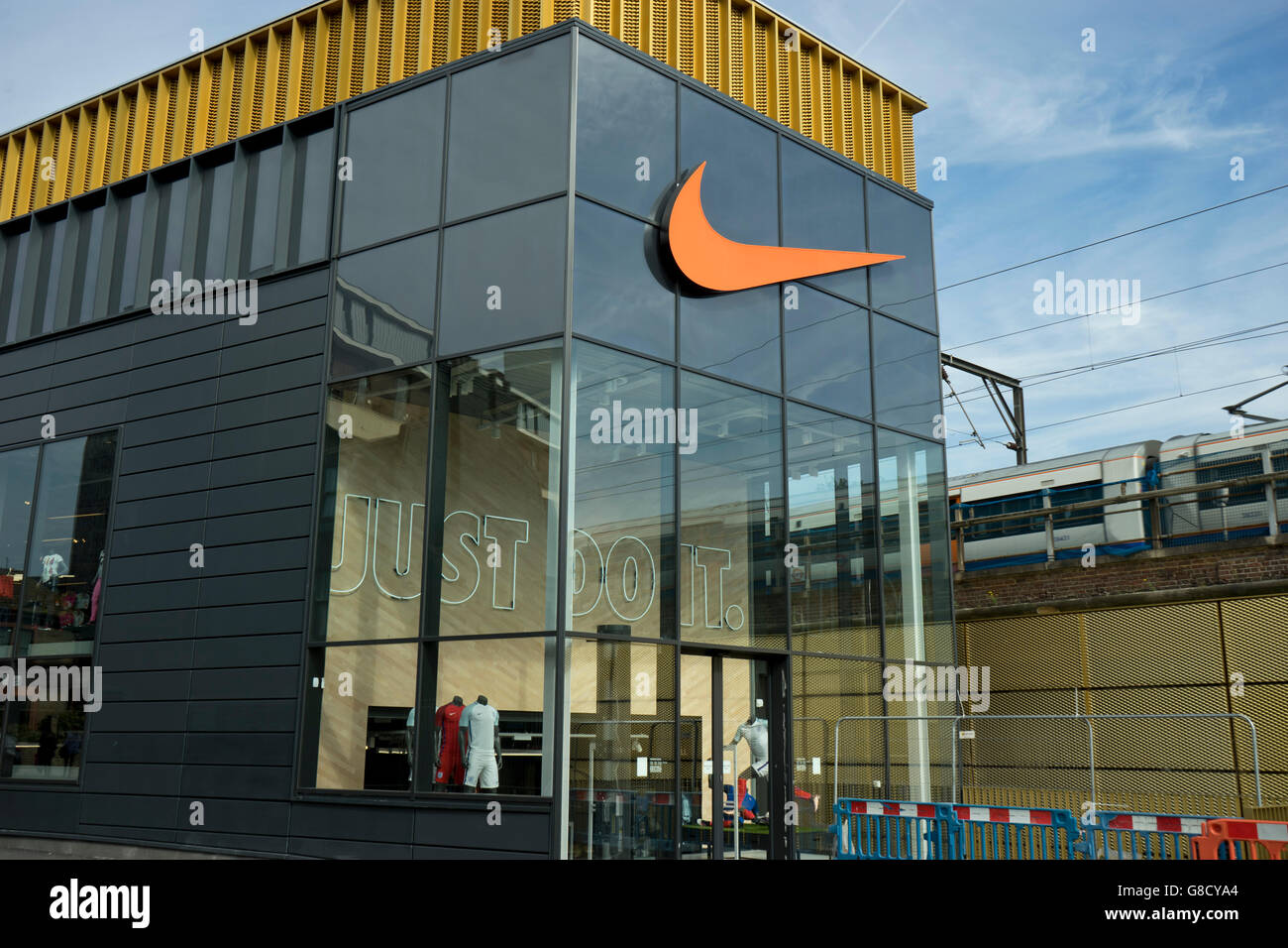 nike outlet hackney