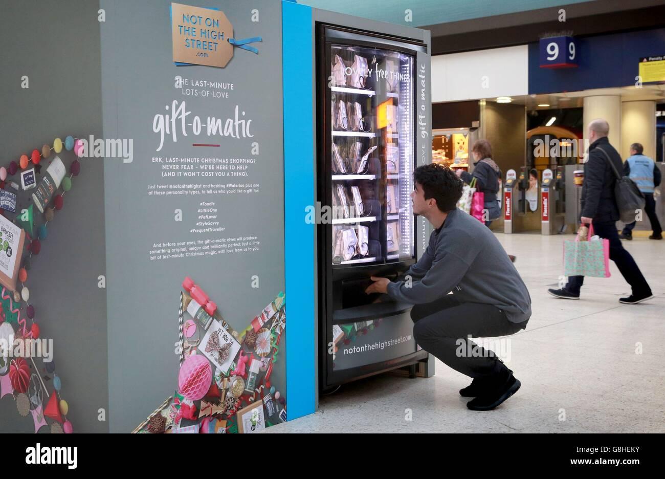Last minute shopping gift machine Stock Photo, Royalty Free Image ...