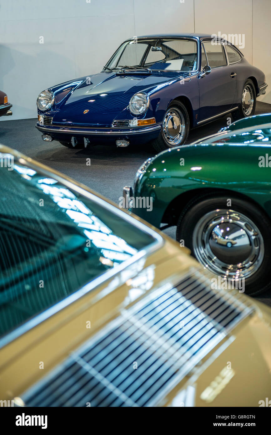 Classic Porsche Dealer Stock Photo Royalty Free Image - Vintage porsche dealer