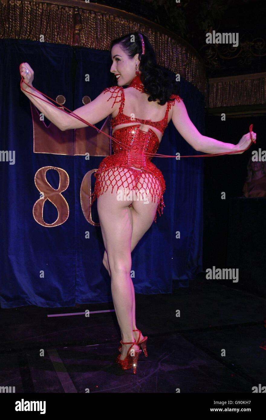 Erotic showbiz pics