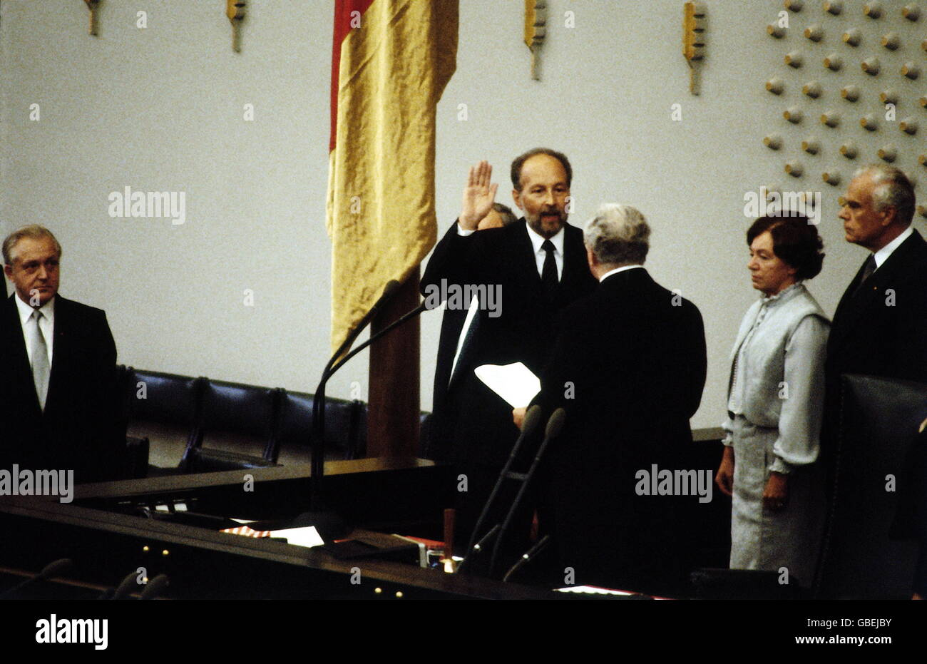 Nice Geography / Travel, Germany, Politics, German Bundestag, Swearing In Of The  14th Cabinet, Federal Minister Of Justice Hans A. Engelhard, Bonn, 4.10.1982