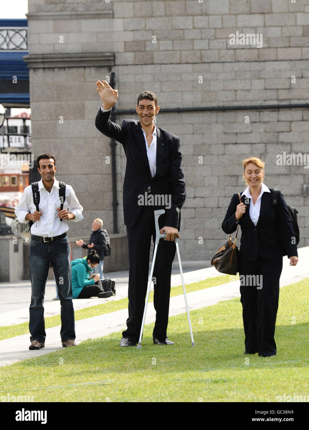 worlds tallest man worlds tallest man stock photo royalty ...