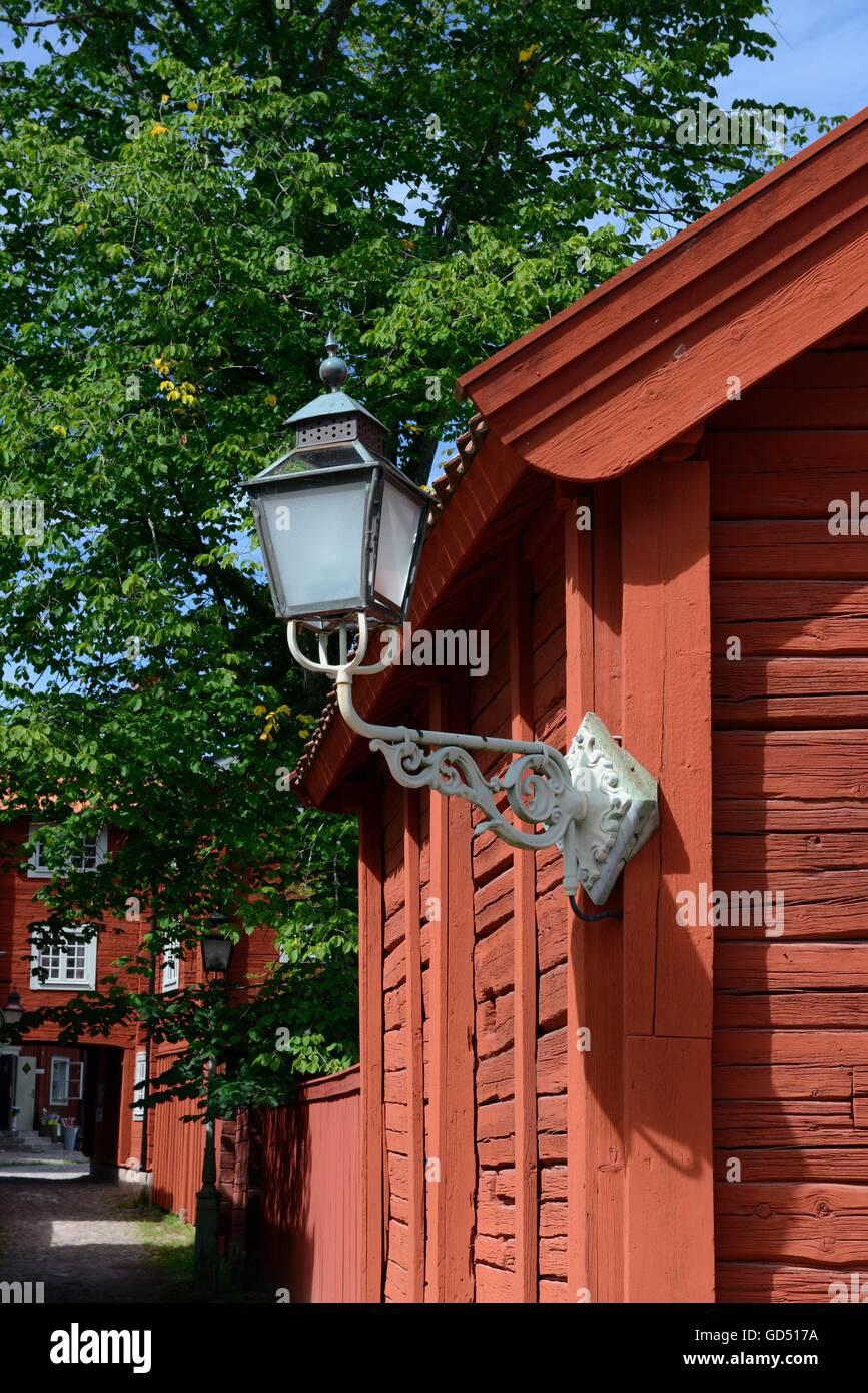 Schwedisches Holzhaus laterne an holzhaus freilichtmuseum linkoeping schweden europa