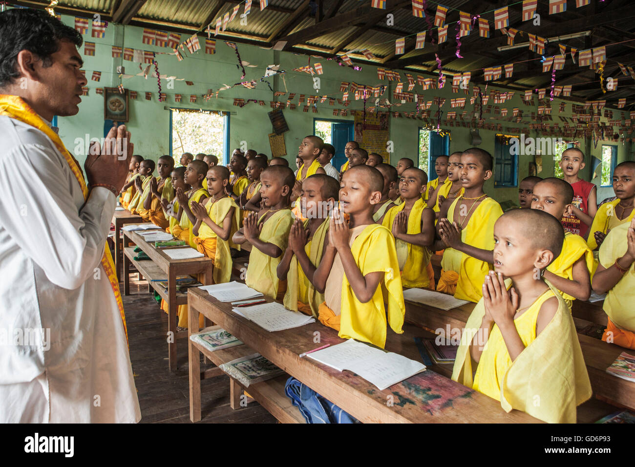 Hindu students start their regular class with prayer at Arya ...