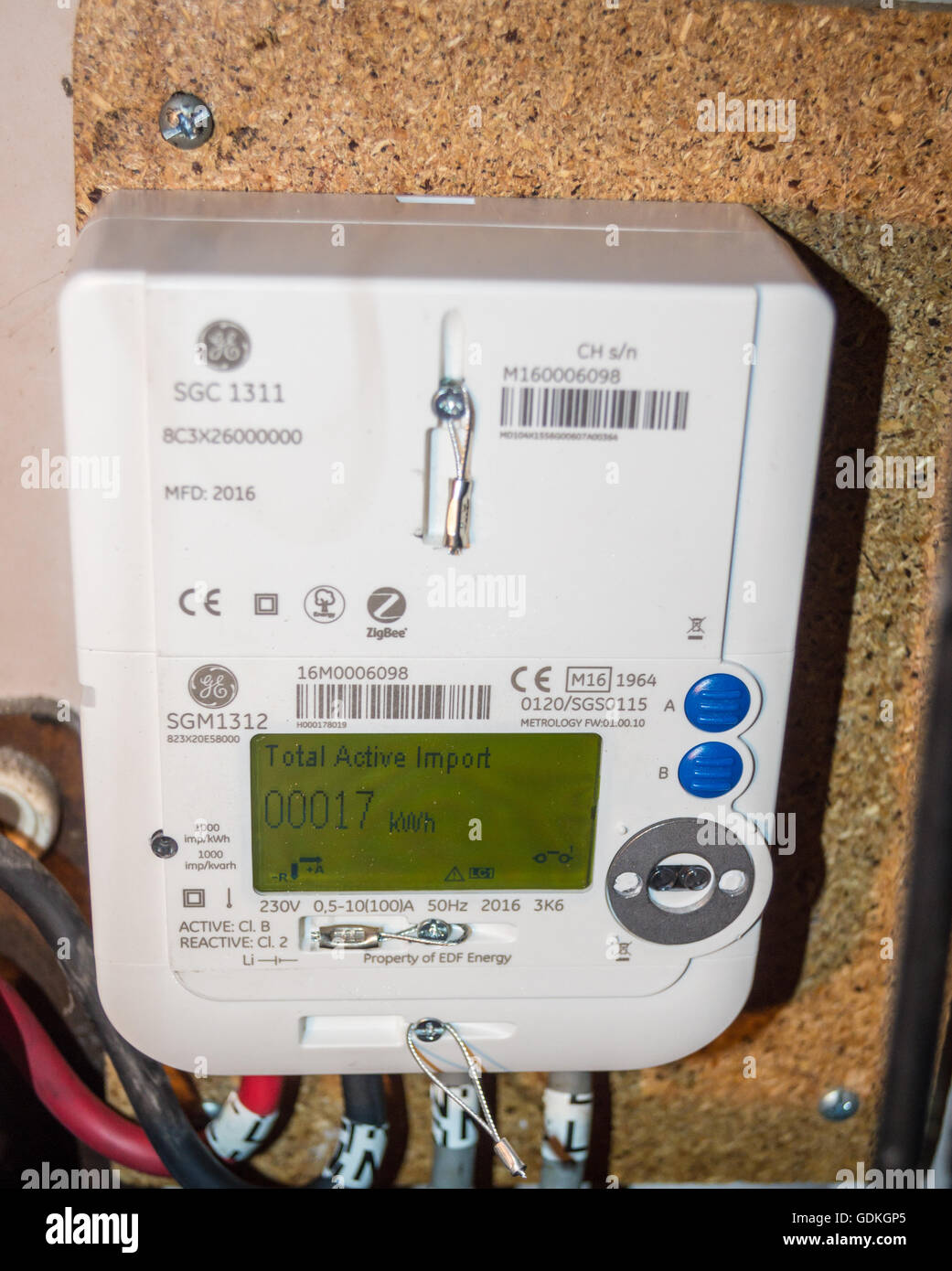 Smart Electric Meter Reading : A newly installed edf ge sgm lcd display smart