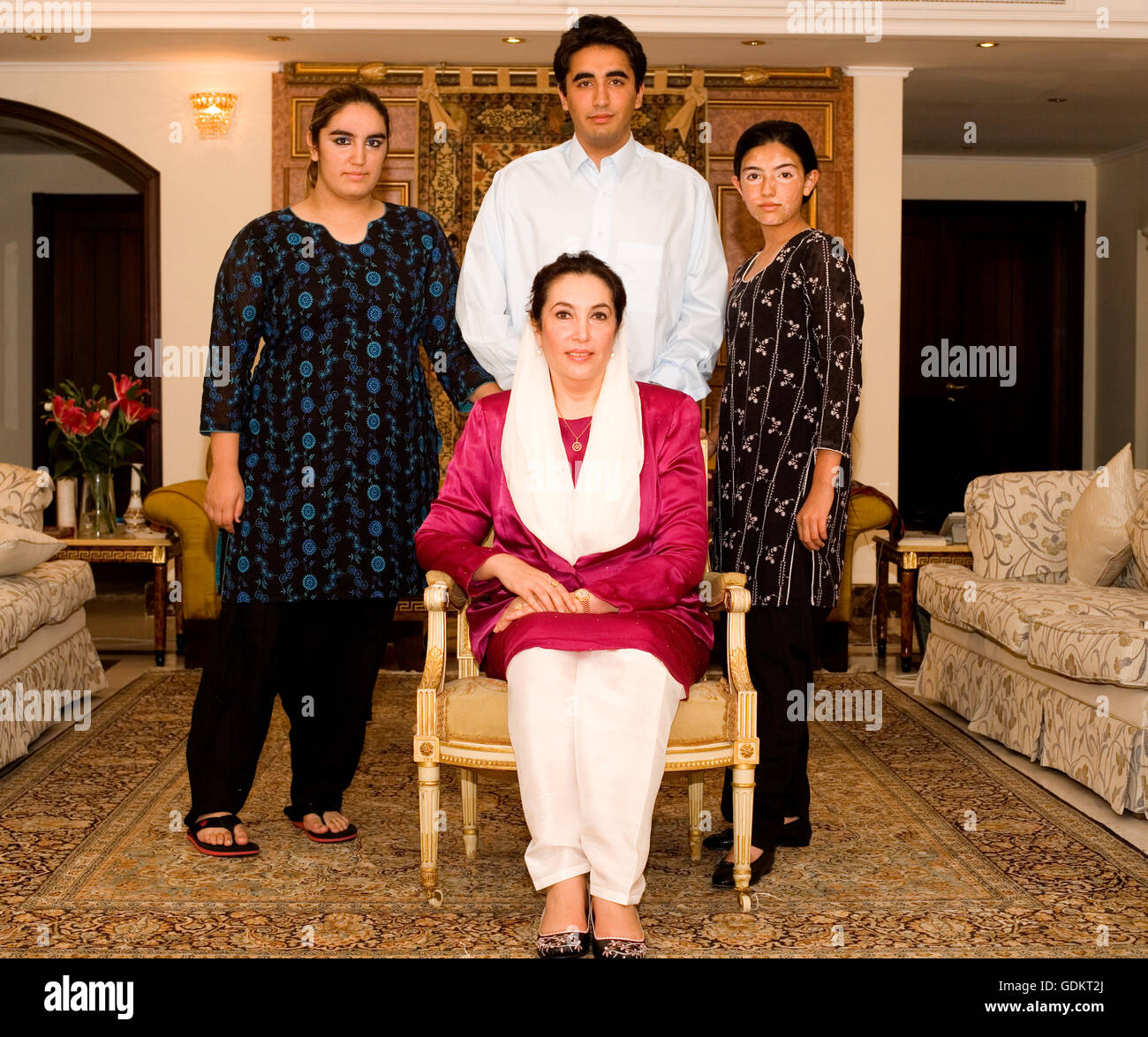 Benazir Bhutto With Her Children Bakhtawar BhuttoZardari Bilawal - Bhutto family