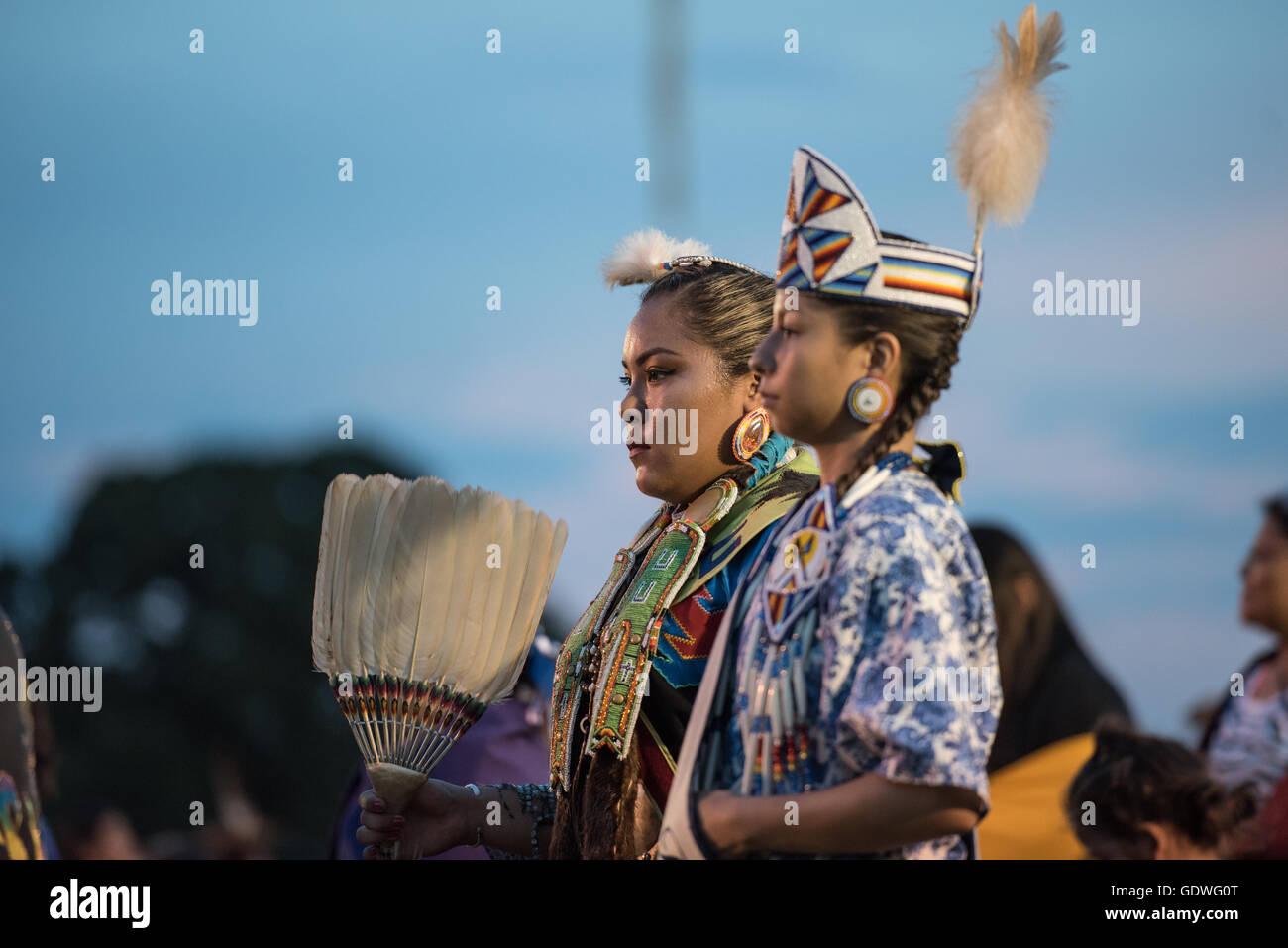 native american women dancers performing during sac u0026 fox nation