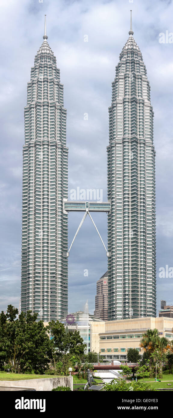 High quality picture of the petronas twin towers the worlds high quality picture of the petronas twin towers the worlds tallest twin towers buycottarizona Gallery