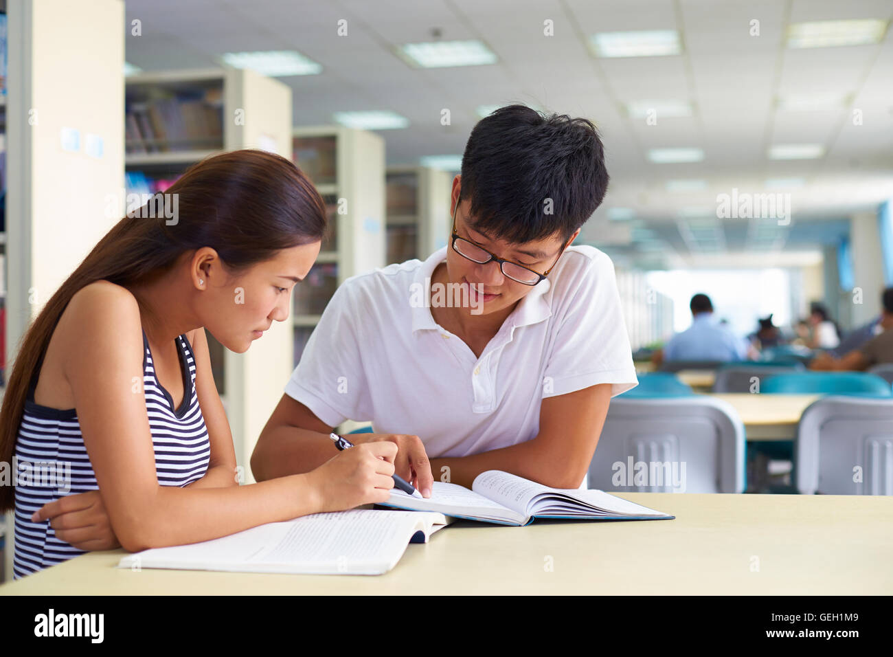 a study of the chinese customer Study is quantitative research using satisfaction questionnaire as a tool to collect primary data, from the sample size of 215 chinese students studying in universities in bangkok.