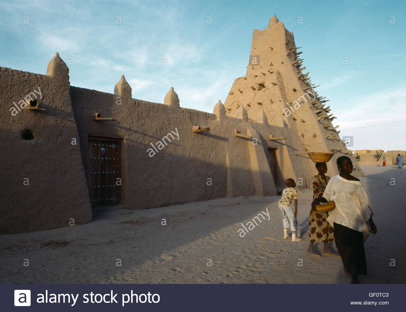 sahara and timbuktu The first book for general readers about the storied past of one of the world's most fabled cities timbuktu — the name still evokes an exotic, faraway place, even though the city's glory days are long gone unspooling its history and legends, resolving myth with reality, marq de villiers and.