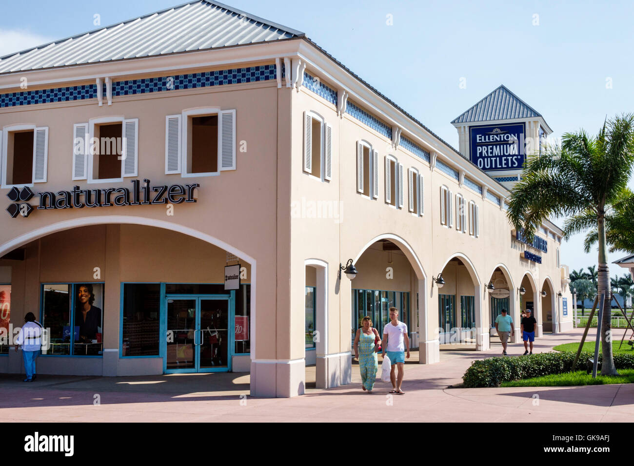 Visit the Levi's® Outlet at Ellenton Premium Outlets in Ellenton, Florida and we can personally help you find the perfect pair of jeans. You wear jeans. You live in Levi's ®.