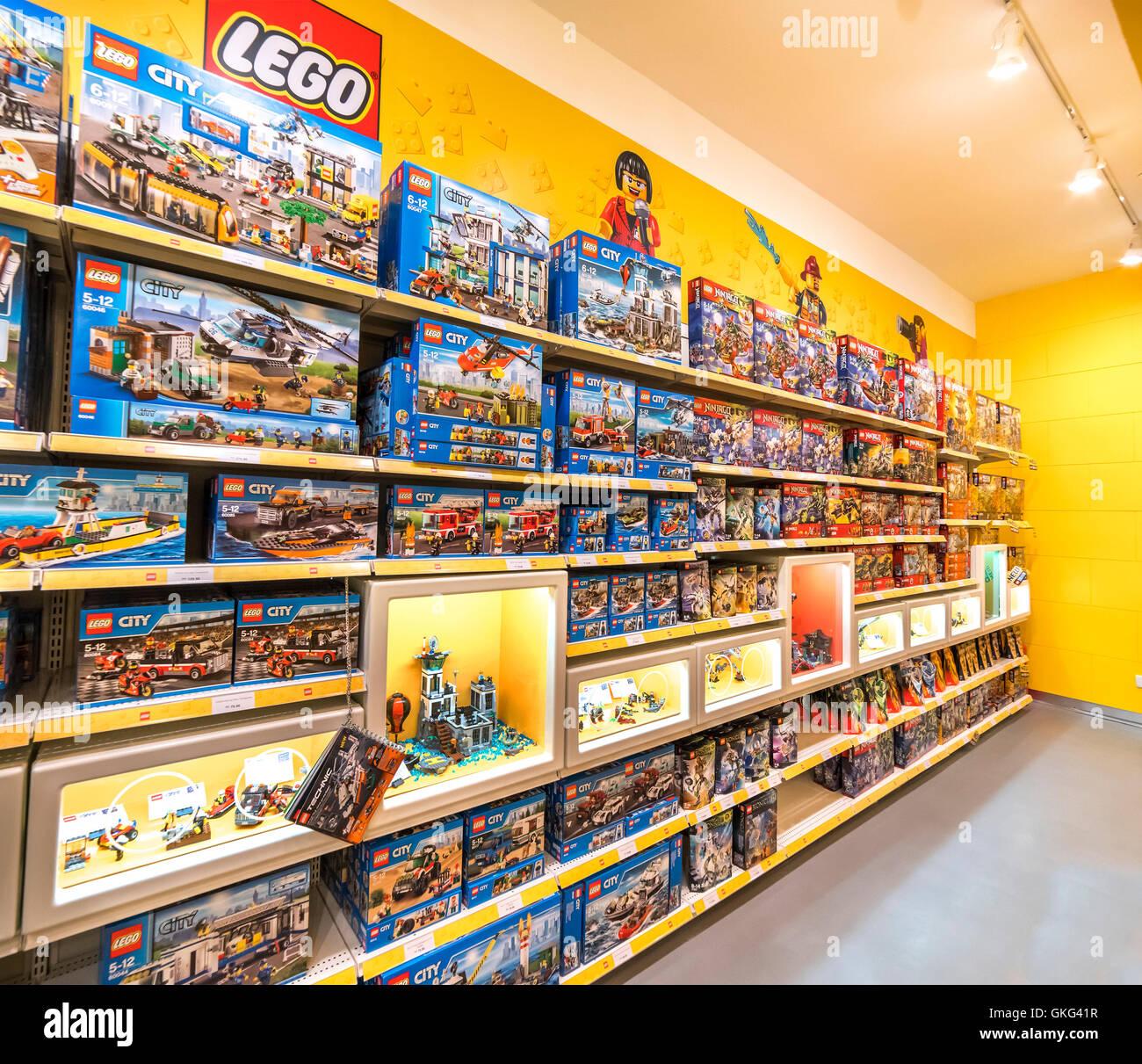 Shopping Kuala Lumpur Malaysia: MAY 30, 2016: LEGO Shop At The