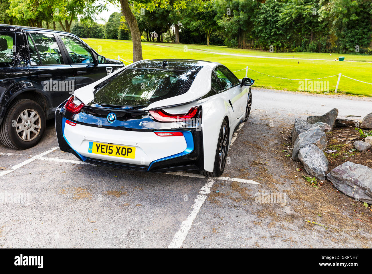 bmw i8 sports car plug in hybrid sports cars developed by. Black Bedroom Furniture Sets. Home Design Ideas