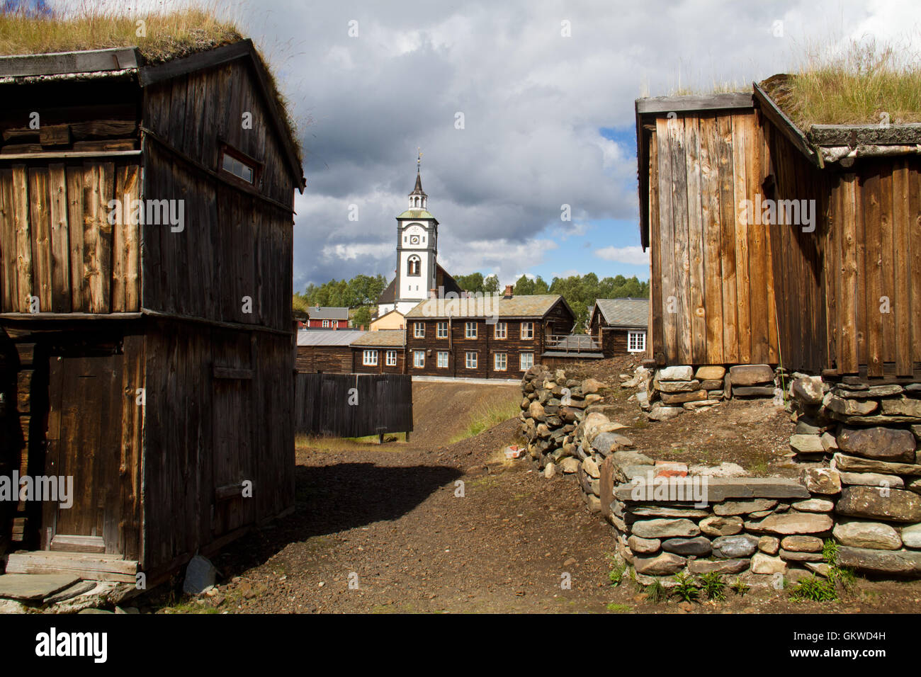 View of the historic norwegian mining town r ros wooden for Norway wooden houses
