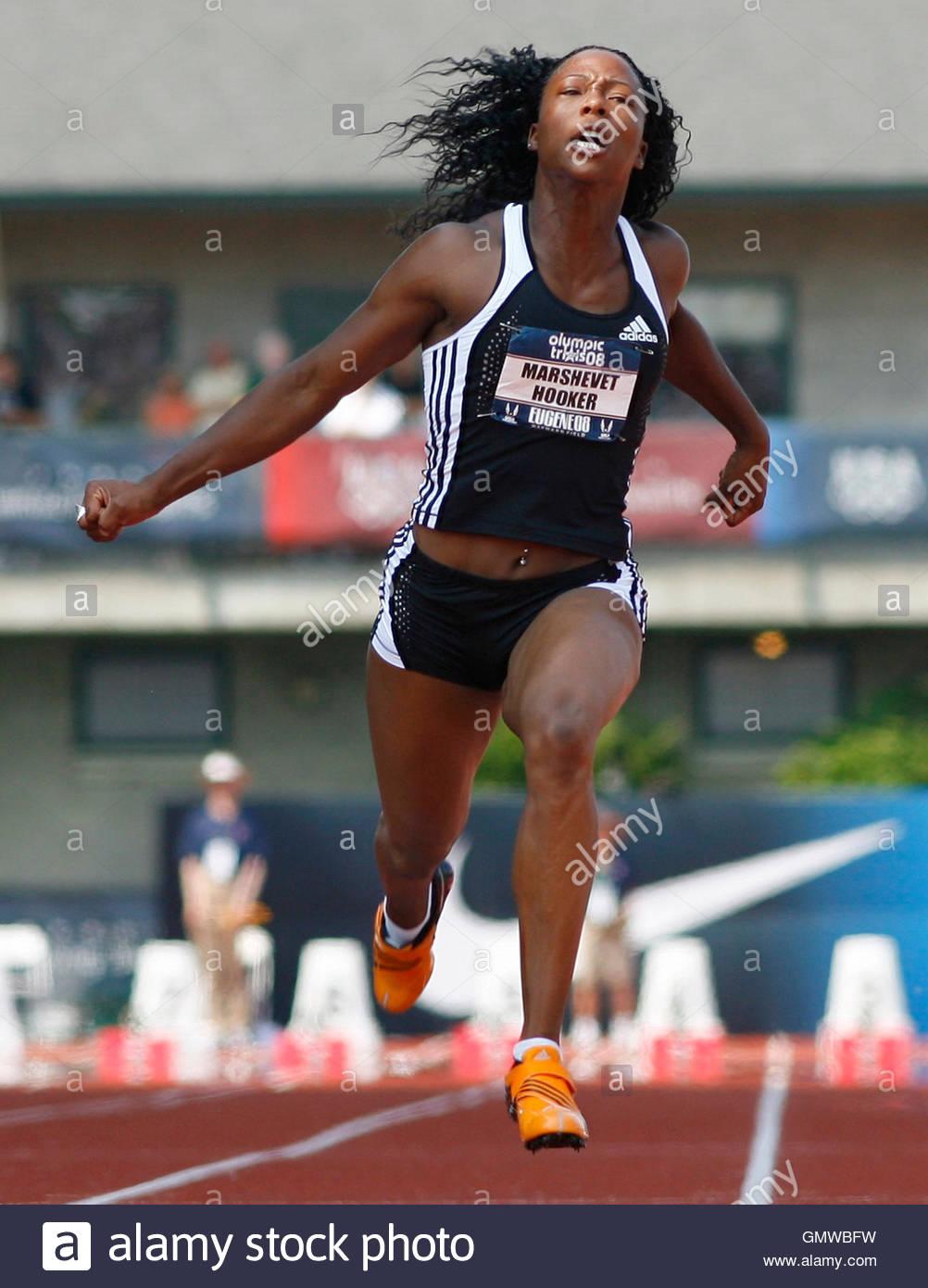 Marshevet Hooker Crosses The Finish Line To Win Her Women's 100 ...