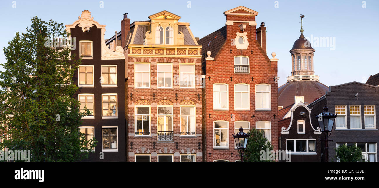 Gables of traditional dutch architecture of canalside for Classic dutch house of 60m2