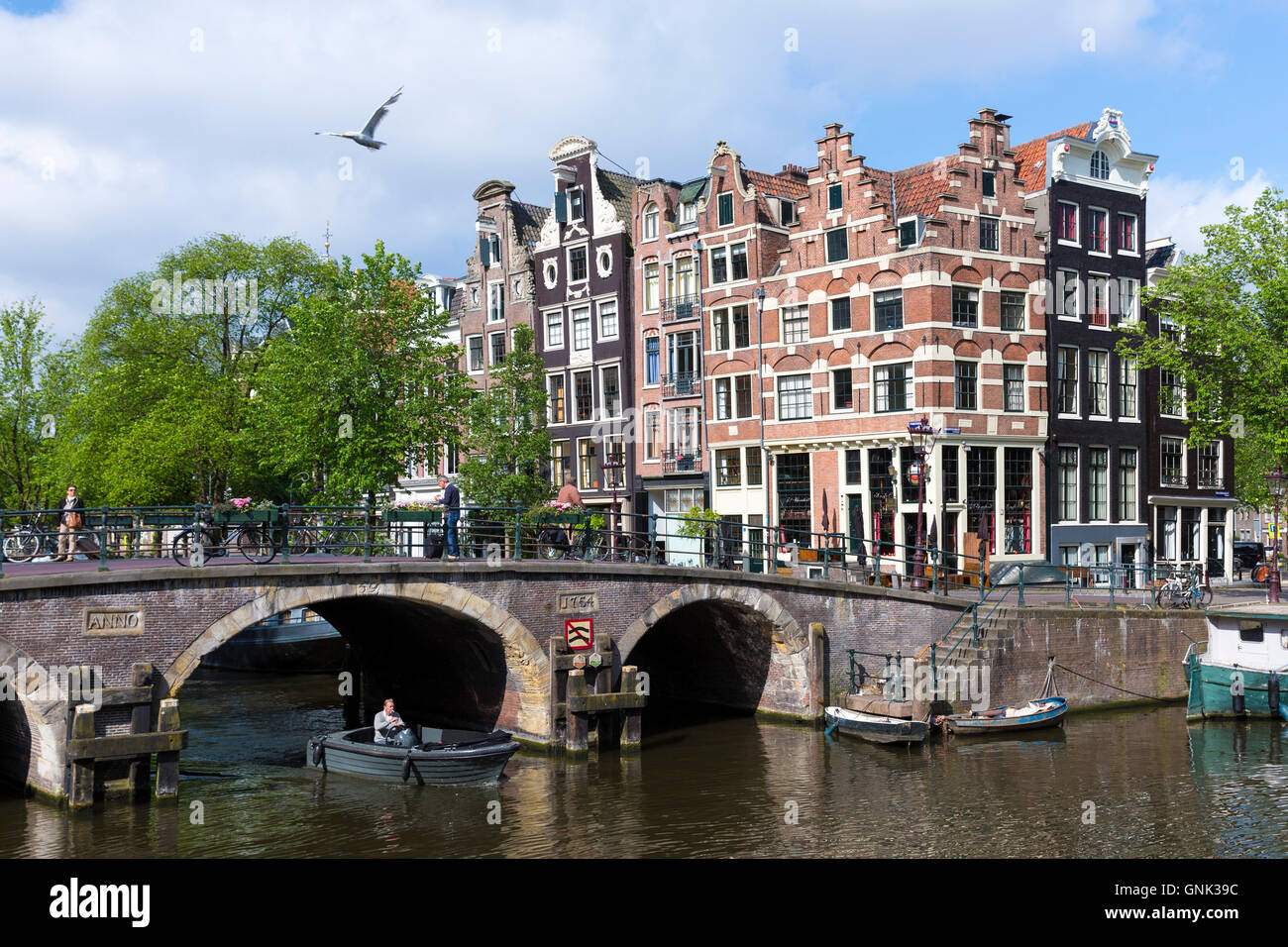 Traditional dutch architecture and bridge at prinsengracht for Architecture firm amsterdam