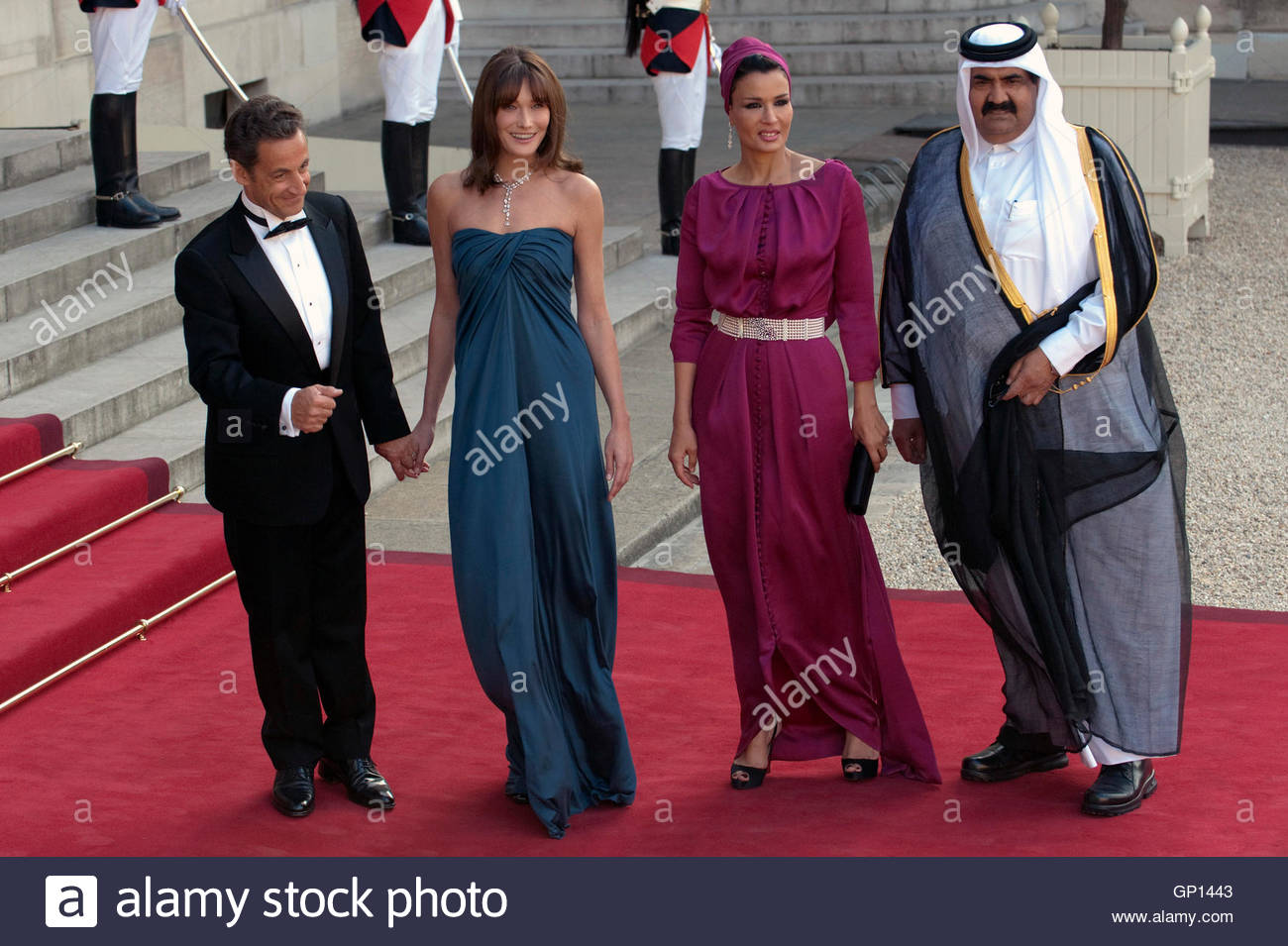 thani r and his wife sheikha mozah bint nasser al missned 2nd r are welcomed by france s president nicolas sarkozy and his wife carla bruni sarkozy