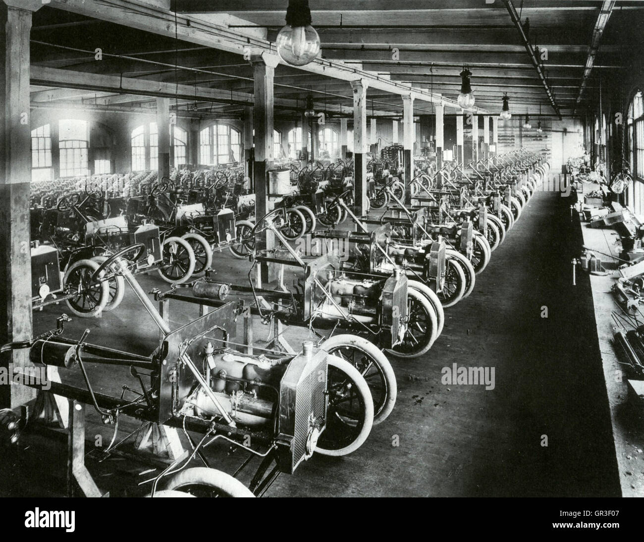 FORD MODEL T Production Line At The Piquette Plant 411 Avenue Detroit