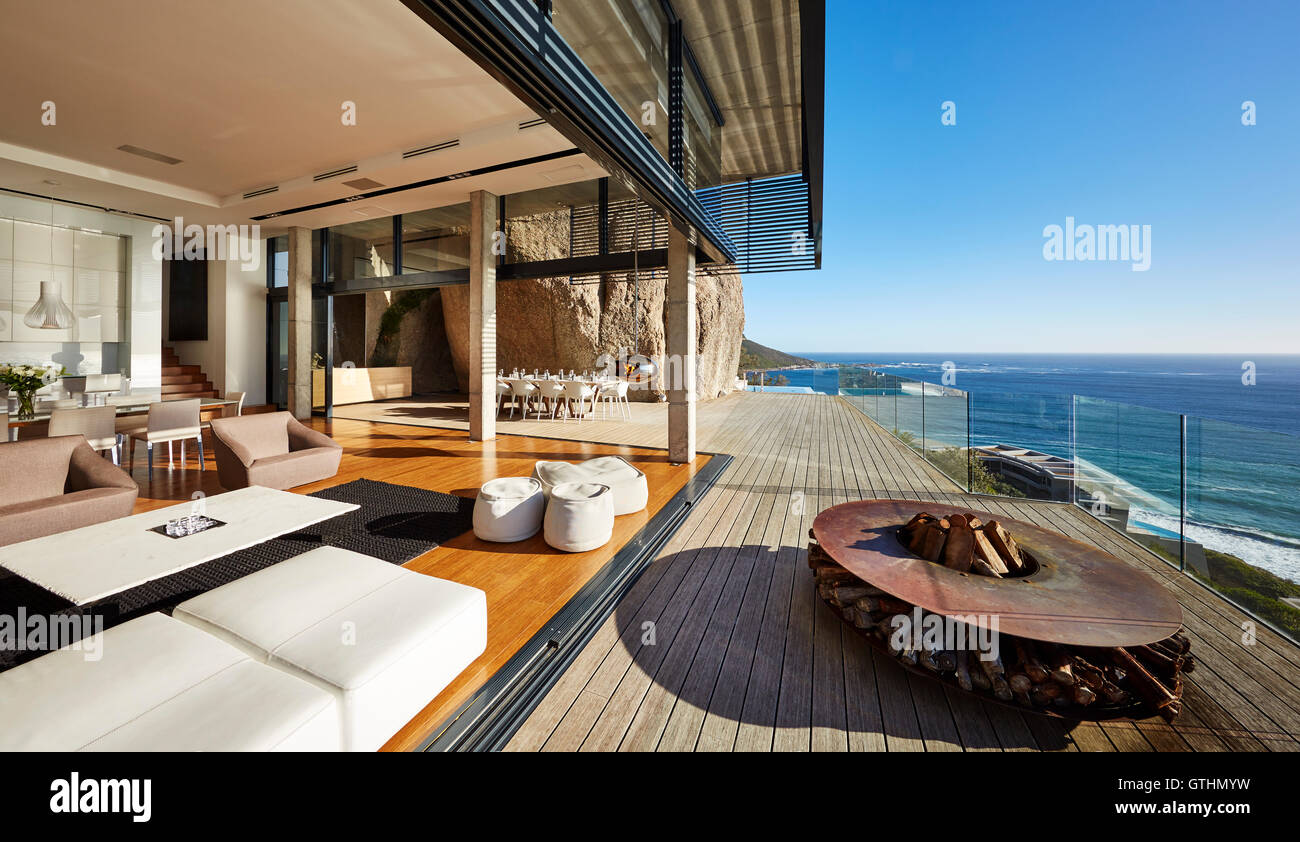 Modern luxury beach houses for Modern beach house furniture