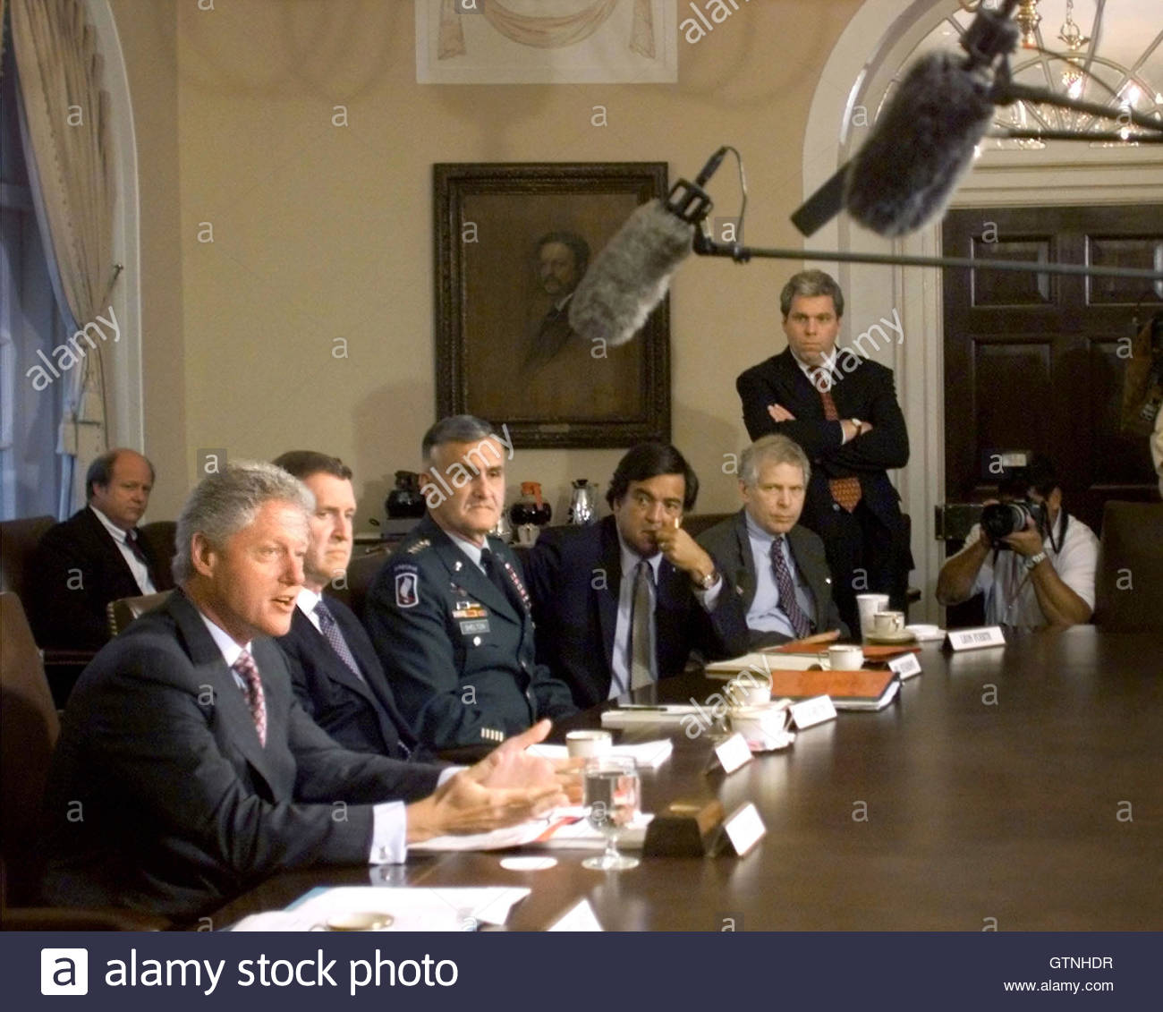 The Press Cabinet President Clinton Speaks With Members Of The Press During A