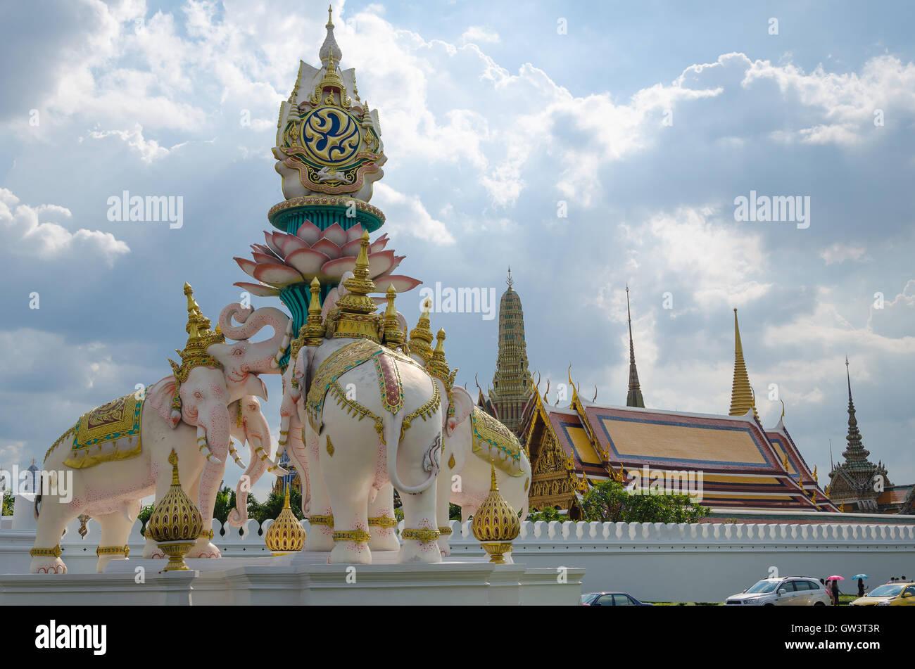 Statue of the tri head elephants raise the kings symbol for the statue of the tri head elephants raise the kings symbol for the celebration of king bhumibol is one of landmark in bangkok of t buycottarizona