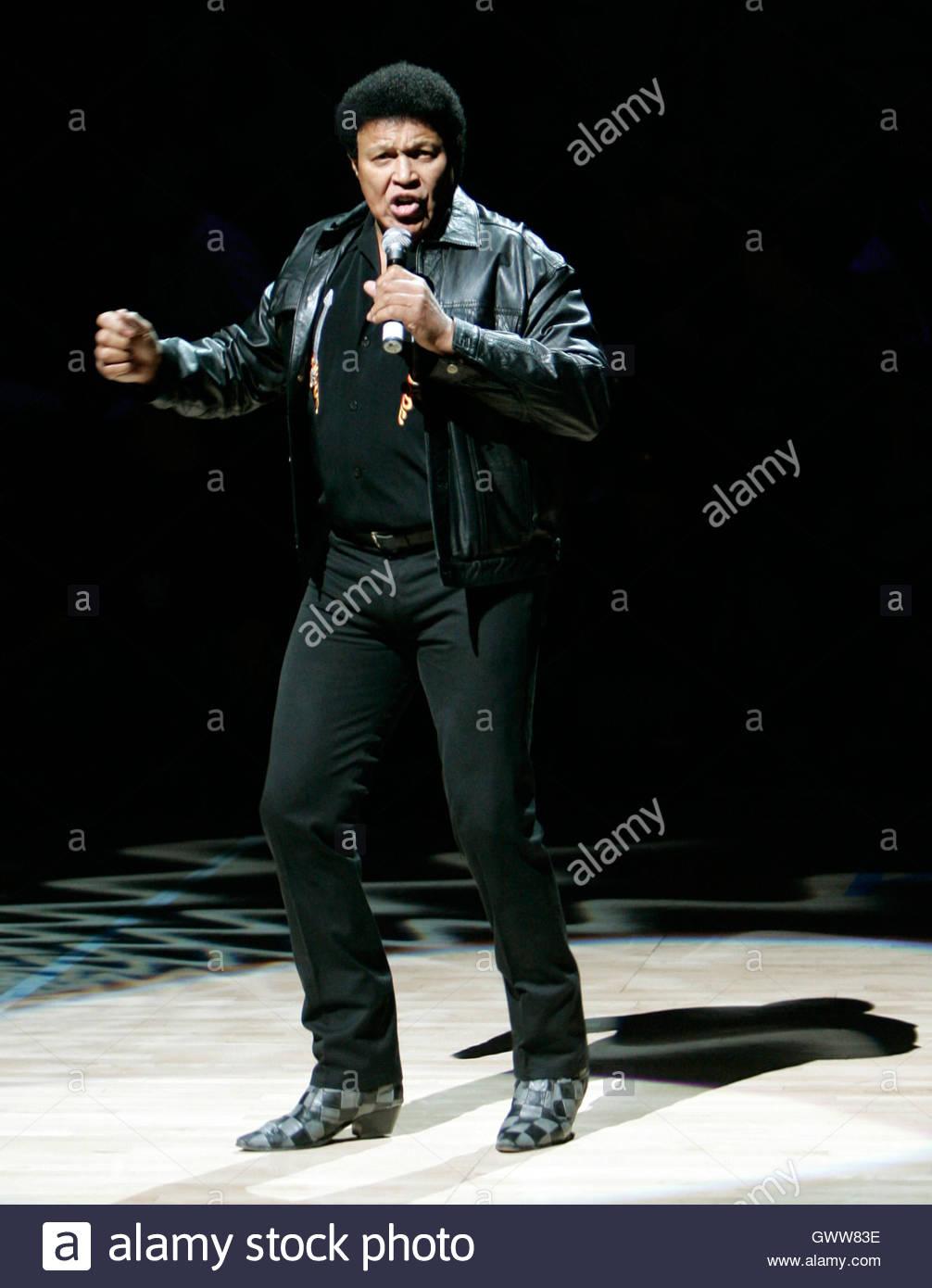 img@@imagetwist.com imagesize: show@@ Rock legend Chubby Checker sings ...