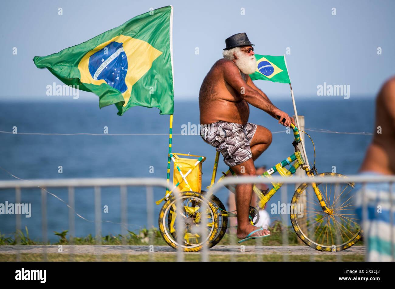 Rio de Janeiro, Brazil. 14th September, 2016. An old Brazilian rides ...