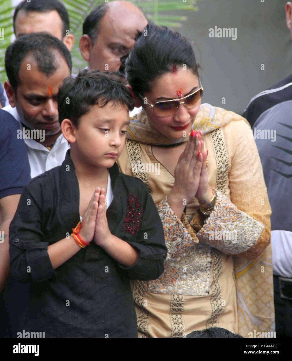 Bollywood actor Sanjay Dutt Manyata Dutt Shahraan Dutt ...