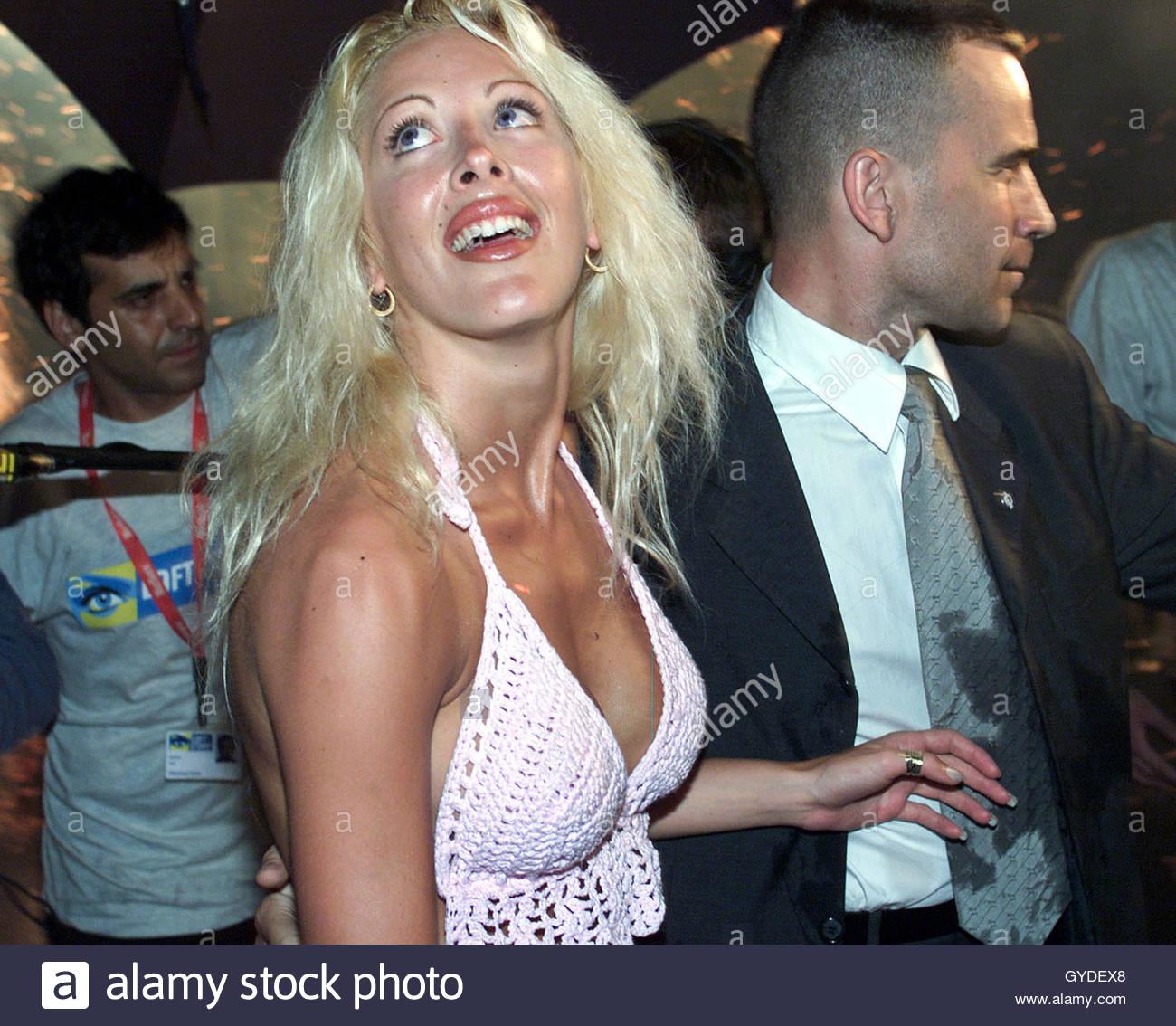 Terrific French Reality Television Show Loft Story Winner Loana Follows A Short Hairstyles Gunalazisus