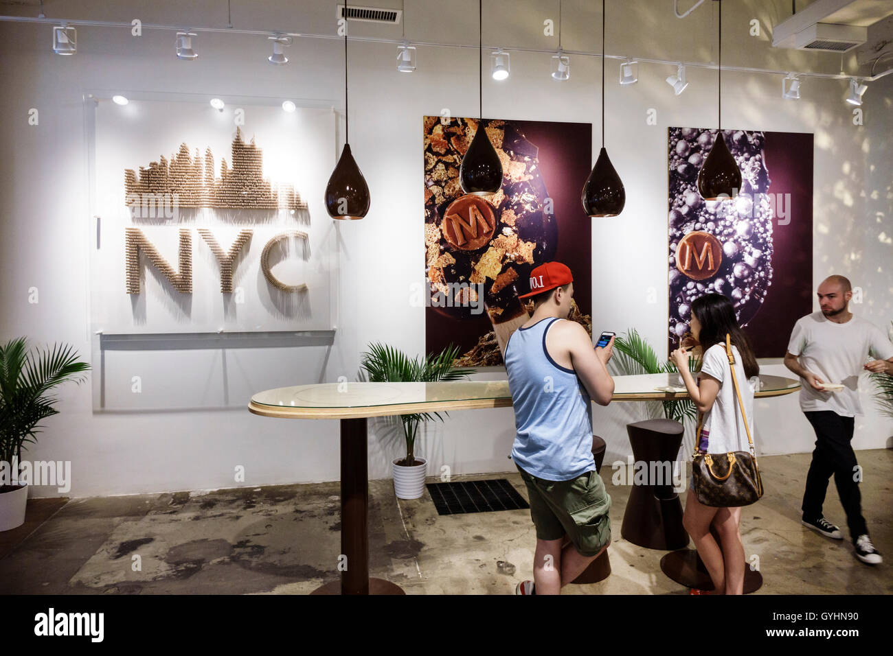 Lower manhattan new york city nyc ny soho magnum dipping for Magnum pop up shop