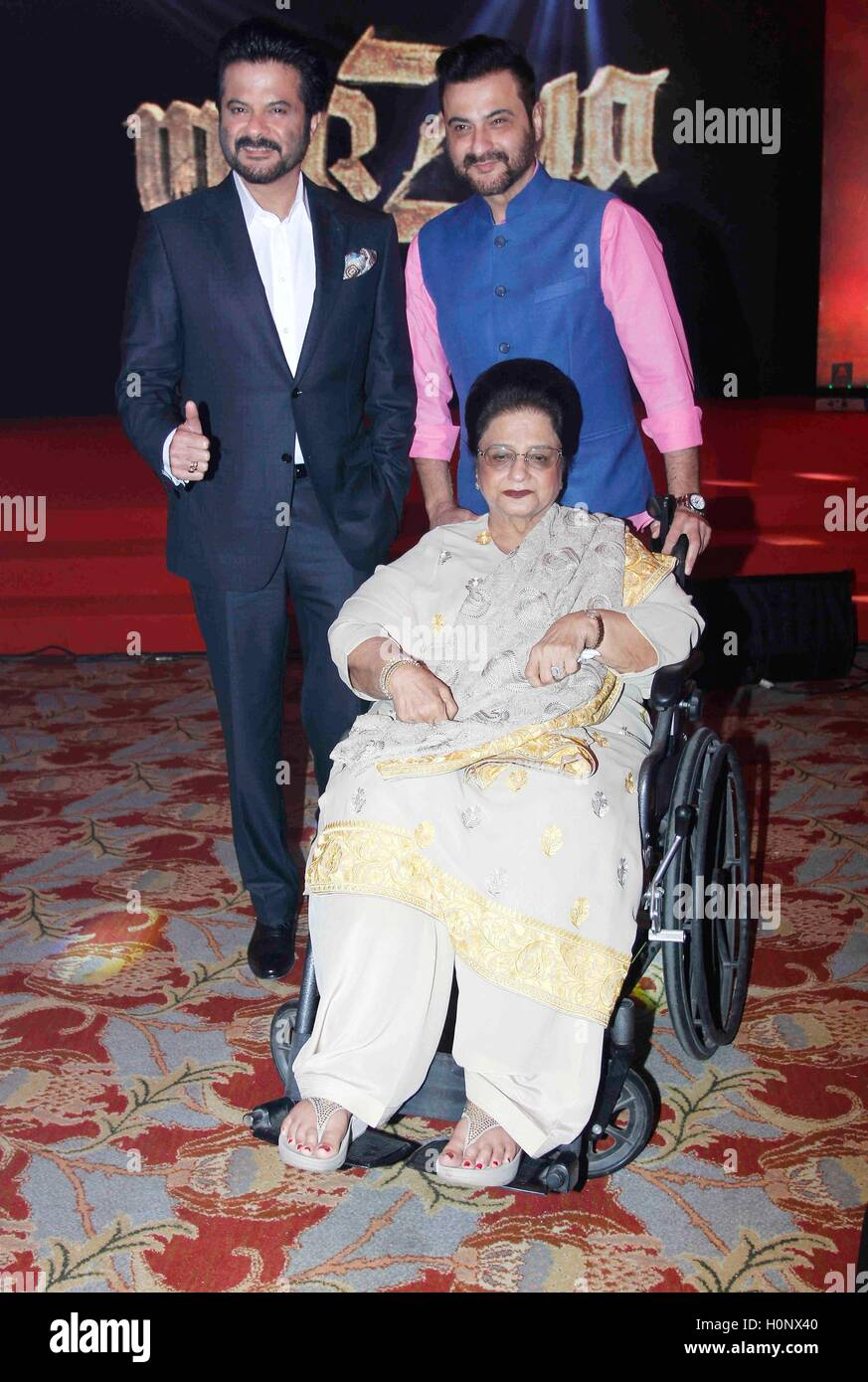 Bollywood actors Anil Kapoor and Sanjay Kapoor mother ...