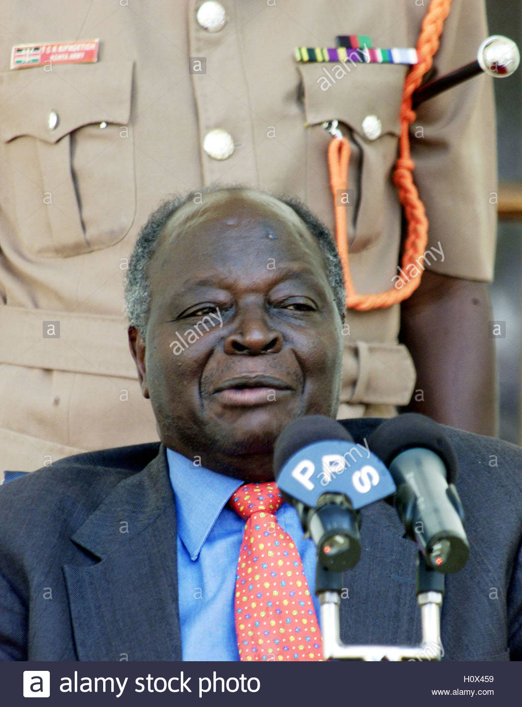 The Press Cabinet Newly Elected Kenyan President Mwai Kibaki Addresess The Press At