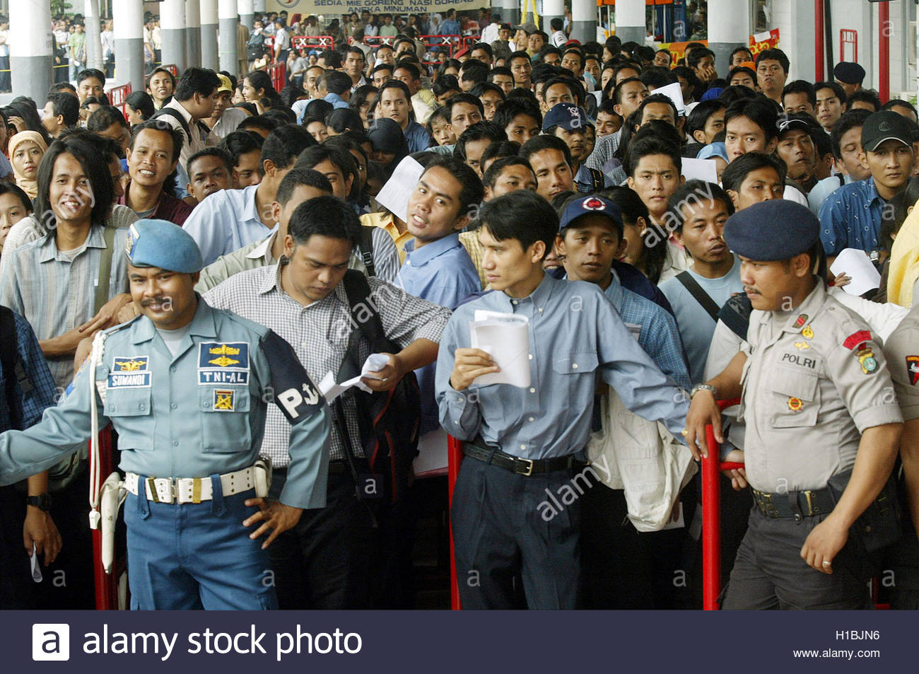 n job hunters wait to enter a national job fair in n job hunters wait to enter a national job fair in jakarta 28 2004