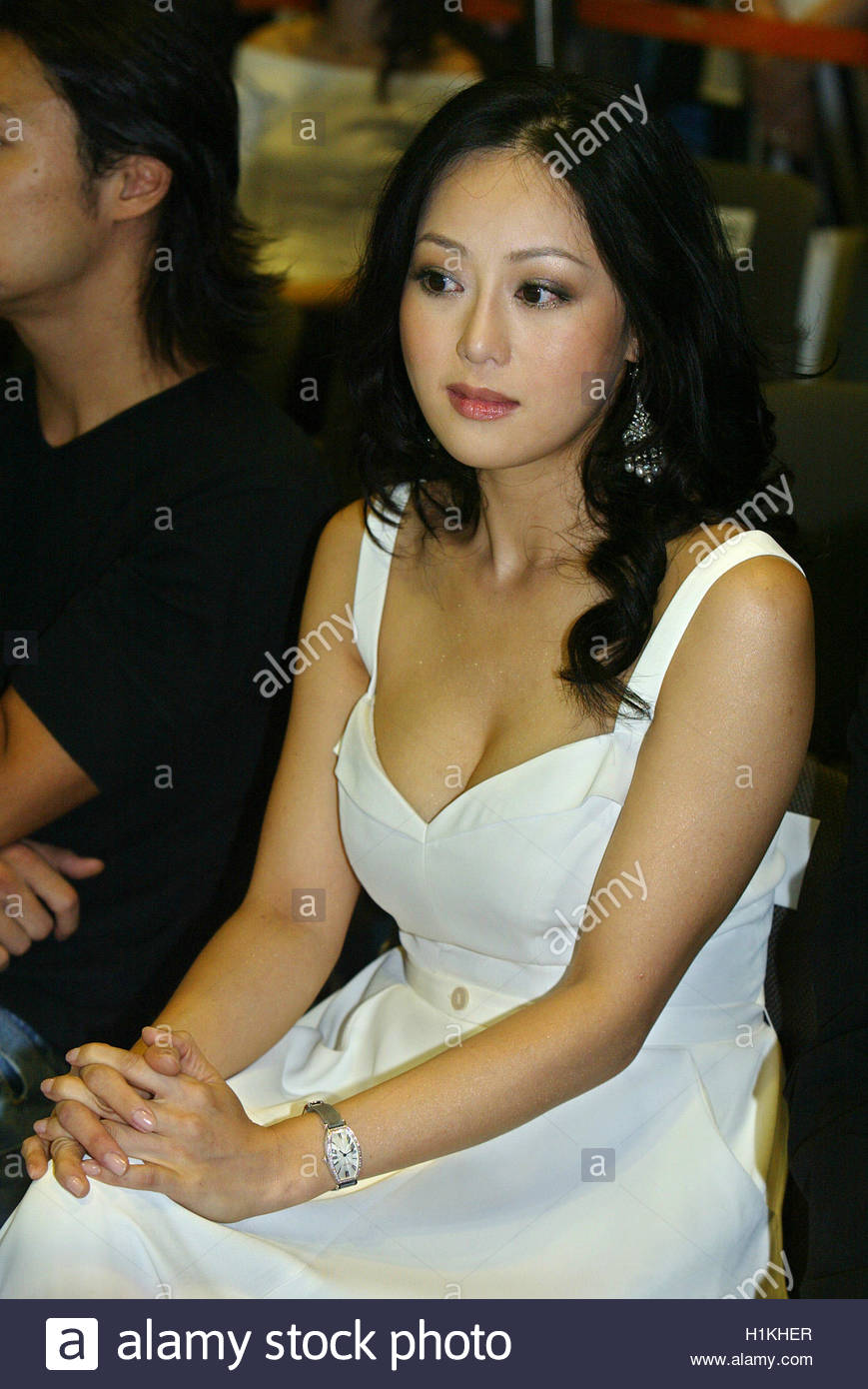 hong kong actress teresa cheung attends the hong kong hong kong actress teresa cheung attends the hong kong international film and tv market 2004 expo in hong kong hong kong actress teresa cheung attends the