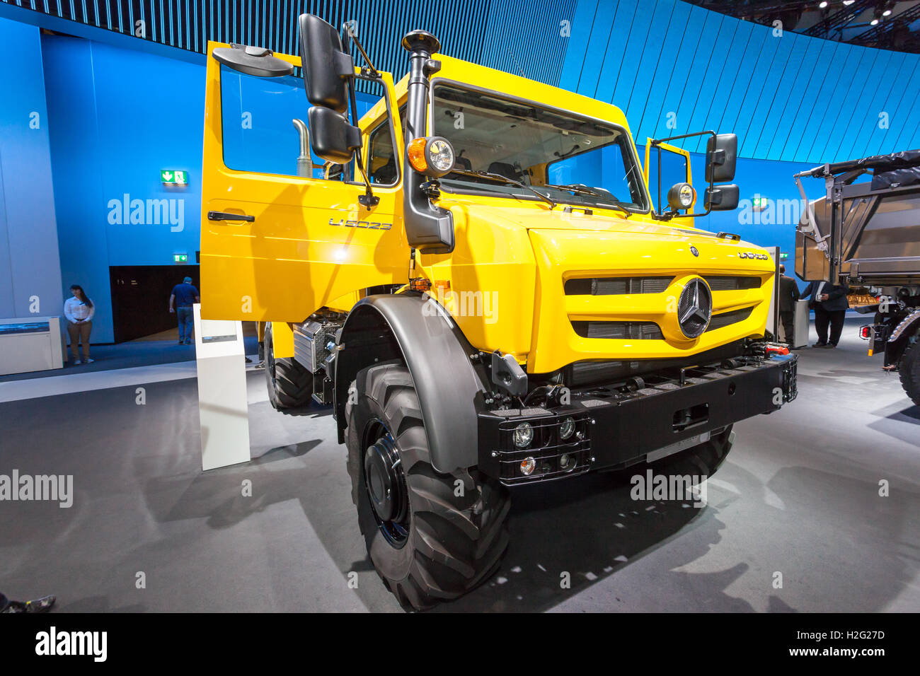 Mercedes benz unimog 4x4 truck at the commercial vehicles for Mercedes benz truck 4x4