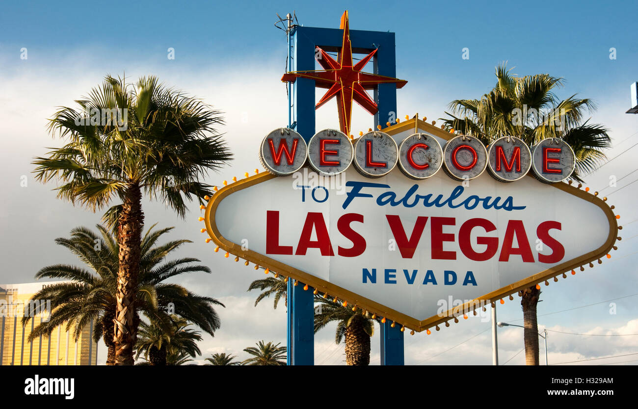 Stock footage welcome to fabulous las vegas sign with flashing lights - Welcome To Las Vegas Nevada Skyline City Limit Street Sign Stock Image