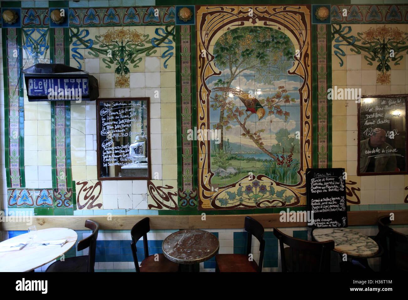 Restaurant vivant with art nouveau style tiles decorations