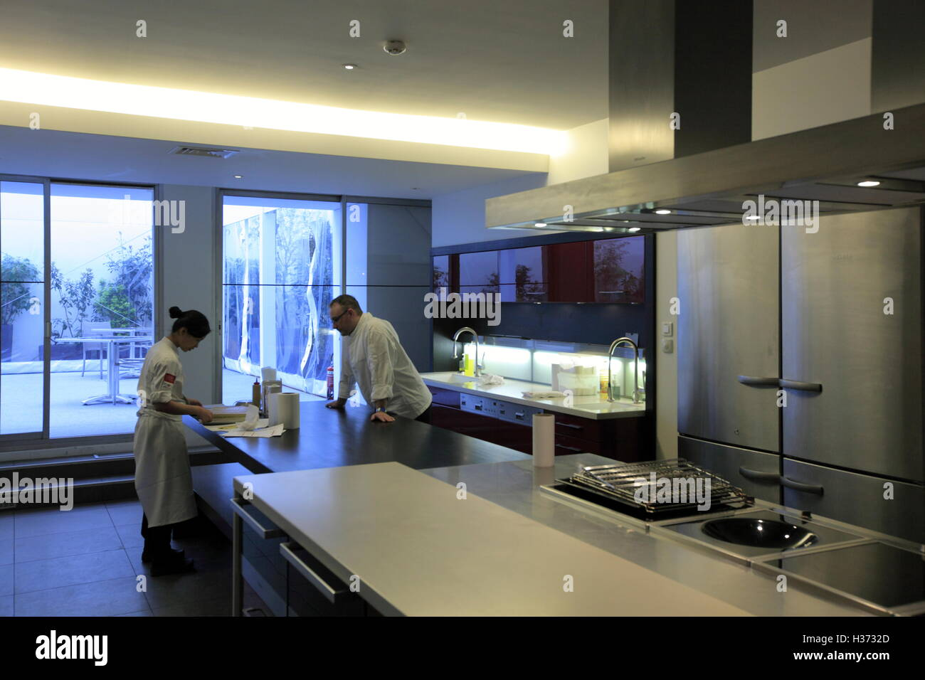 Classroom With Kitchen In Ecole De Cuisine Alain Ducasse Alain - Cours de cuisine alain ducasse