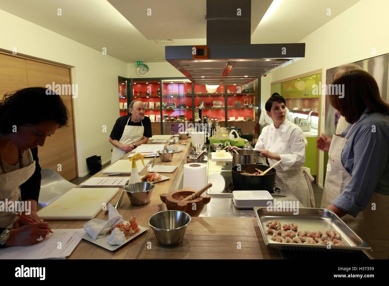 A Cooking Class In Ecole De Cuisine Alain Ducasse Alain Ducasse - Cours de cuisine ducasse