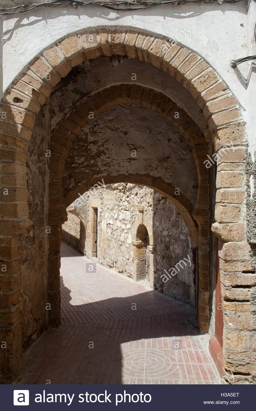 old street and archway in the medina of Safi, Morocco Stock Photo ... for Moroccan Archway  75sfw