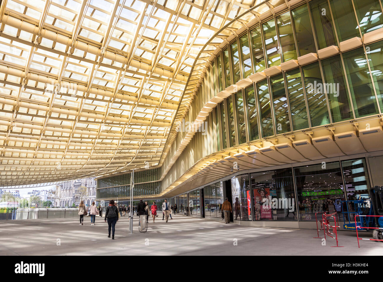 forum des halles shopping centre paris france stock photo 122747356 alamy. Black Bedroom Furniture Sets. Home Design Ideas