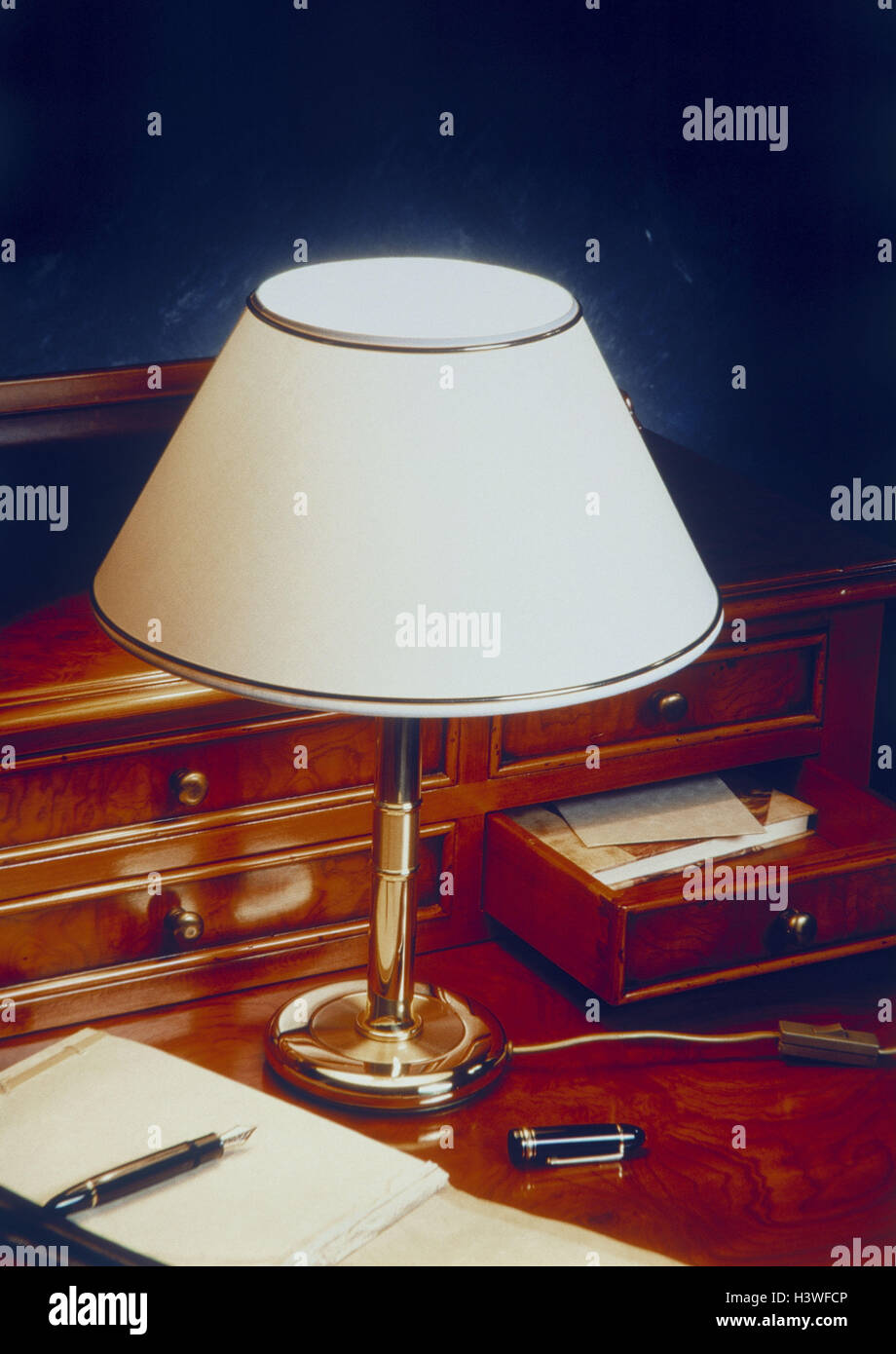 Desk, antique, standard lamp, fountain pens, notebook, secretary ... for Lamp Product Photography  104xkb