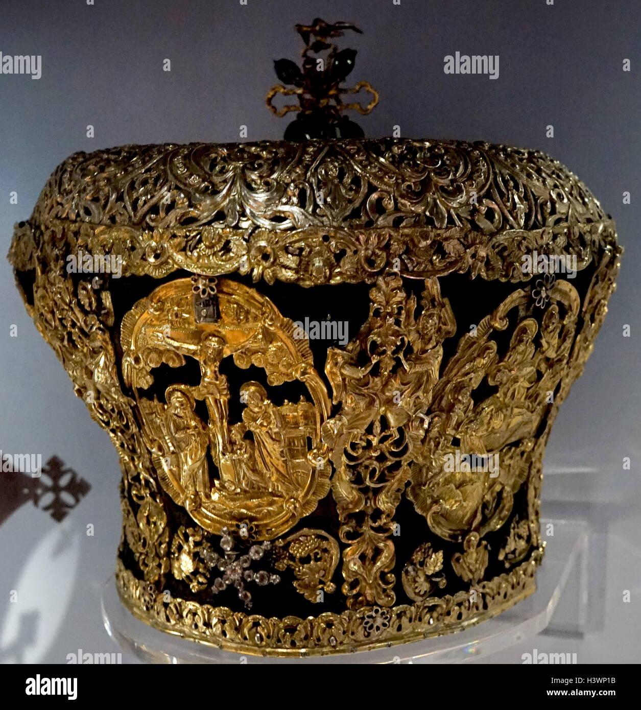 Armenian mitre a symbol of christ the king worn during a armenian mitre a symbol of christ the king worn during a religious service biocorpaavc