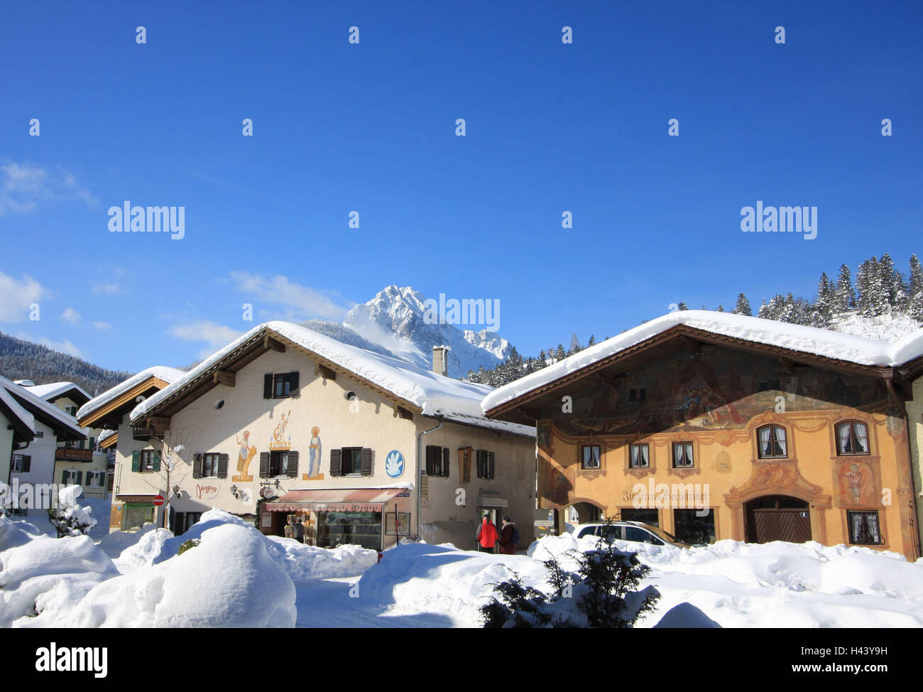 People painting houses - Germany Bavaria Mittenwald District Semolina Houses Facade Painting Tourist Snow South Germany Upper Bavaria Werdenfels Place Residential Houses