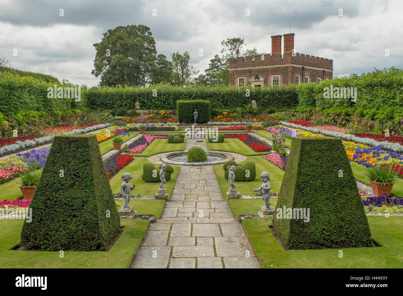 Pool garden hampton court palace richmond london for Richmond gardens pool