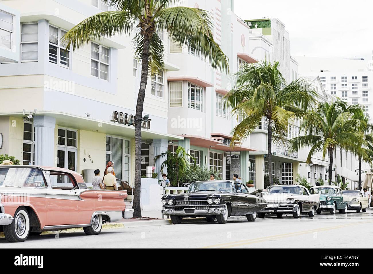 American vintage cars, Ocean Drive, Miami South Beach, Art Deco ...