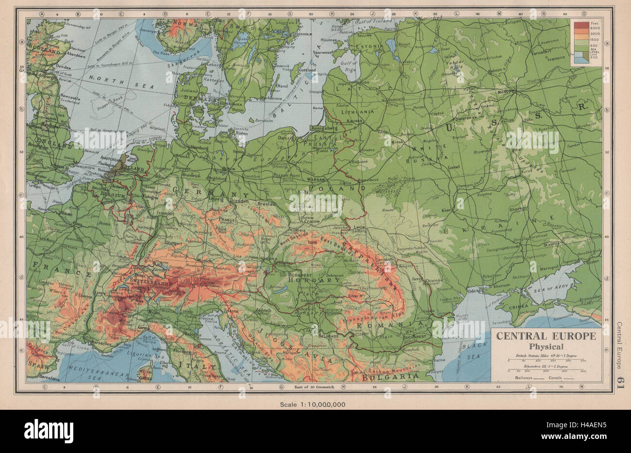 CENTRAL EUROPE Physical Shows Third Reich Enlarged Hungary - Europe map 1944