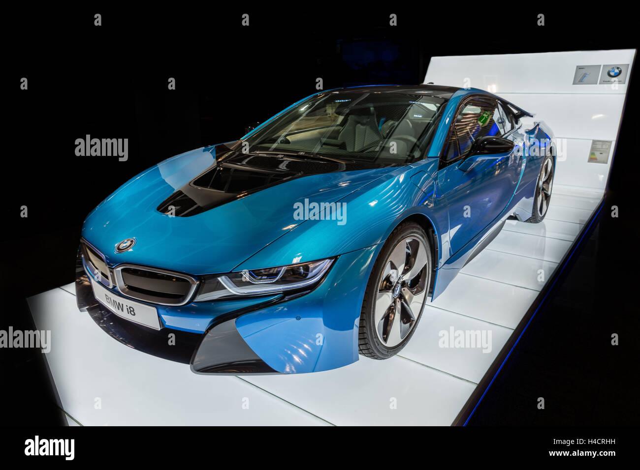 Bmw i8 hybrid vehicle otto engine electric motor for Hybrid car electric motor